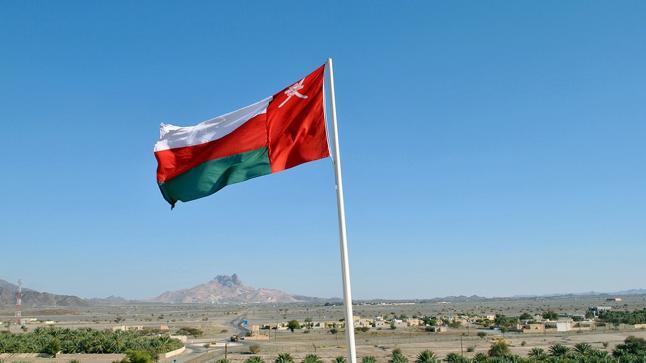 """سلطنة عمان.. """"رسوم جديدة"""" تثير الجدل وعمال حديد صحار لن يتم تسريحهم"""