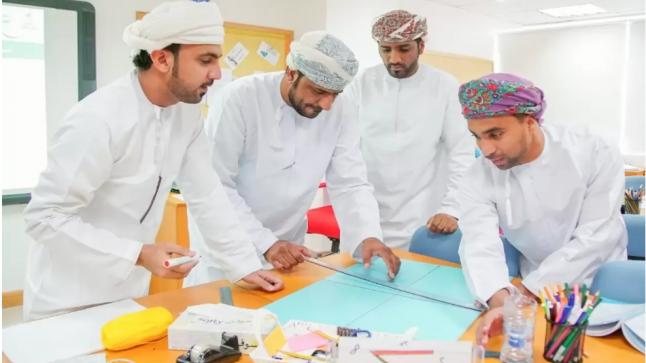 """سلطنة عمان.. """"نطالب بخفض أنصبة المعلمين"""" وسم تصدر الترند في البلاد فما قصته ؟"""